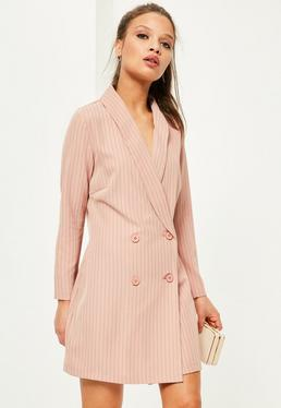 Petite Exklusives Zweireihiges gestreiftes Smoking-Kleid in Rosa