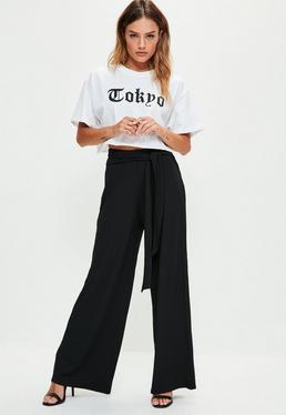Czarne prążkowane spodnie z szerokimi nogawkami i paskiem petite