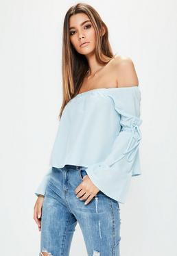 Blusa petite bardot con lazos en las mangas en azul