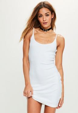 Biała prążkowana sukienka mini na ramiączkach petite