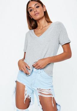 Camiseta petite boyfriend con escote en v en gris