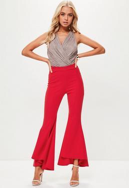 Pantalones petite con volantes en rojo