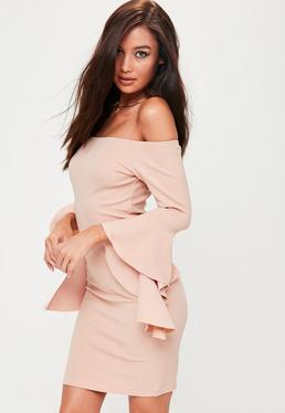 Petite Różowa sukienka bardot z falbanami