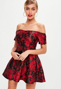Vestido petite bardot con estampado jacquard en rojo