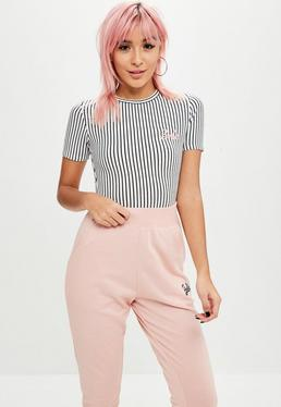 Barbie x Missguided Body petite a rayas con logo en negro