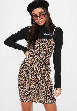 Barbie x Missguided Vestido corto petite dos piezas con estampado de leopardo en negro