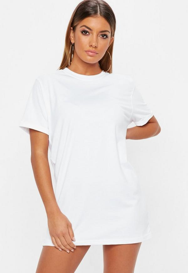 29 Ways To Makeover A Boxy Men's T-Shirt. Transform a boring T-shirt into a look you'll want to wear out on the town! Posted on July 18, T-shirt Dress with cinched waist.