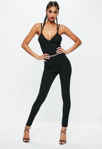petite schwarzer figurbetonter tr ger jumpsuit missguided. Black Bedroom Furniture Sets. Home Design Ideas