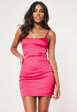 Vestido petite de tirantes de satén en rosa