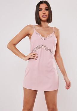 Платье розовое с кружевной вставкой Petite Pink
