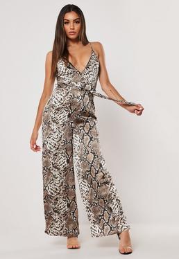4d6b7f388a413 Combinaison noire manches kimono Petite · Combinaison en satin marron  imprimé serpent Petite