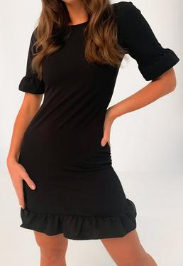 Vestido corto petite de manga con volantes en negro